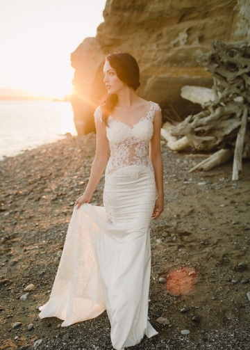 Slim Backless Wedding Dresses with Sheer Lace Bodice