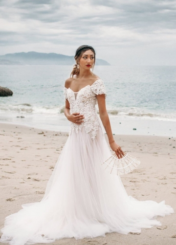 Sweetheart Lace Tulle Wedding Dresses with Removable Wrap