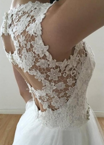 Sleeveless Floral Lace Ivory Wedding Gown with Tulle Skirt