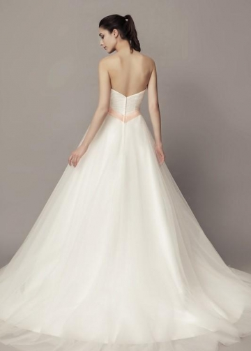 Sweetheart Tulle Skirt Wedding Gown with Appliques Sash