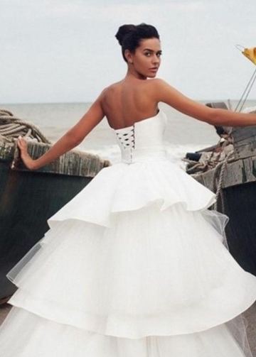 Unique Sweetheart Backless Wedding Gowns with Tiered Skirt