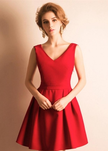 V-neckline Satin Red Homecoming Dresses Short