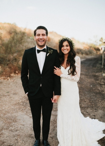 Vintage-inspired Lace Long Sleeves Wedding Dresses with V-neckline