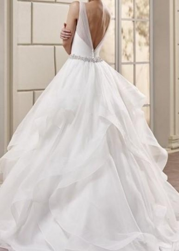 V-neck Tulle Wedding Dresses with Volume Layers Horsehair Trim