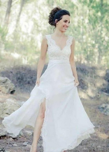 V-neckline Scalloped Lace Beach Wedding Dresses with Slit Side