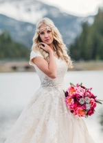 V-neck Lace Modest Wedding Dresses with Short Sleeves